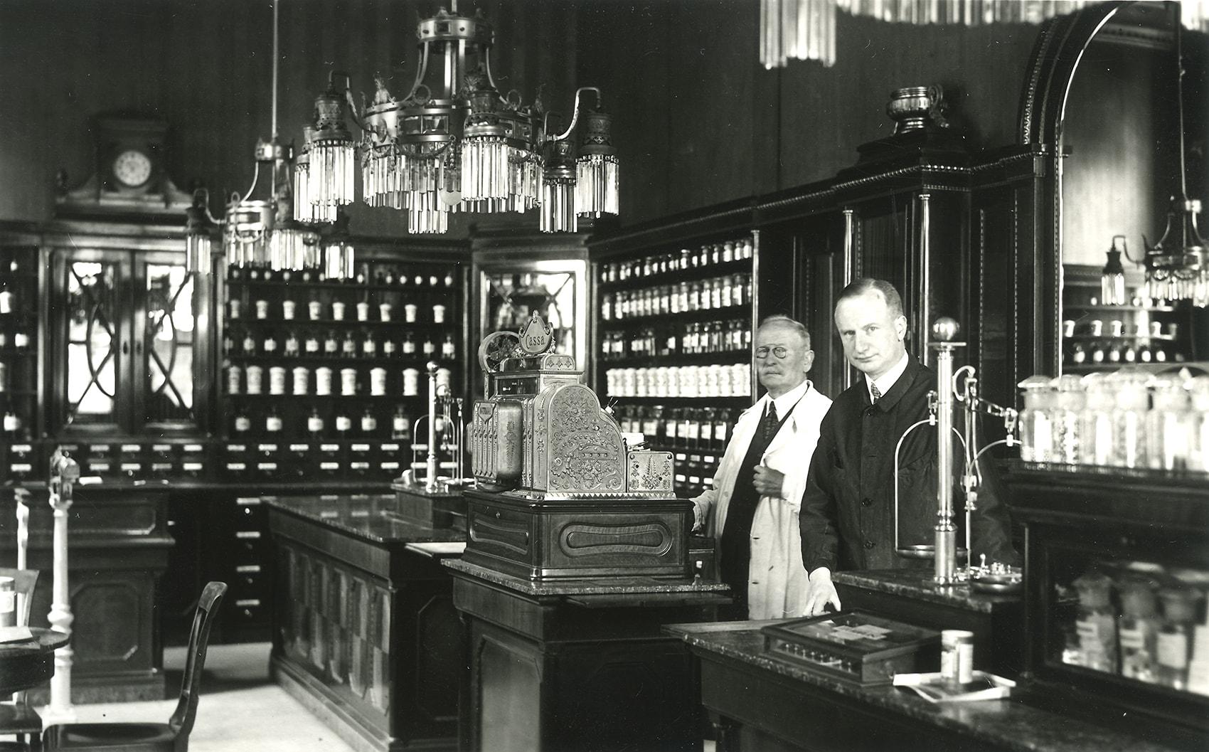 Mag.pharm. Franz Luft und sein Sohn Dr. Gottfried Luft, Dreißiger Jahre, Geschichte