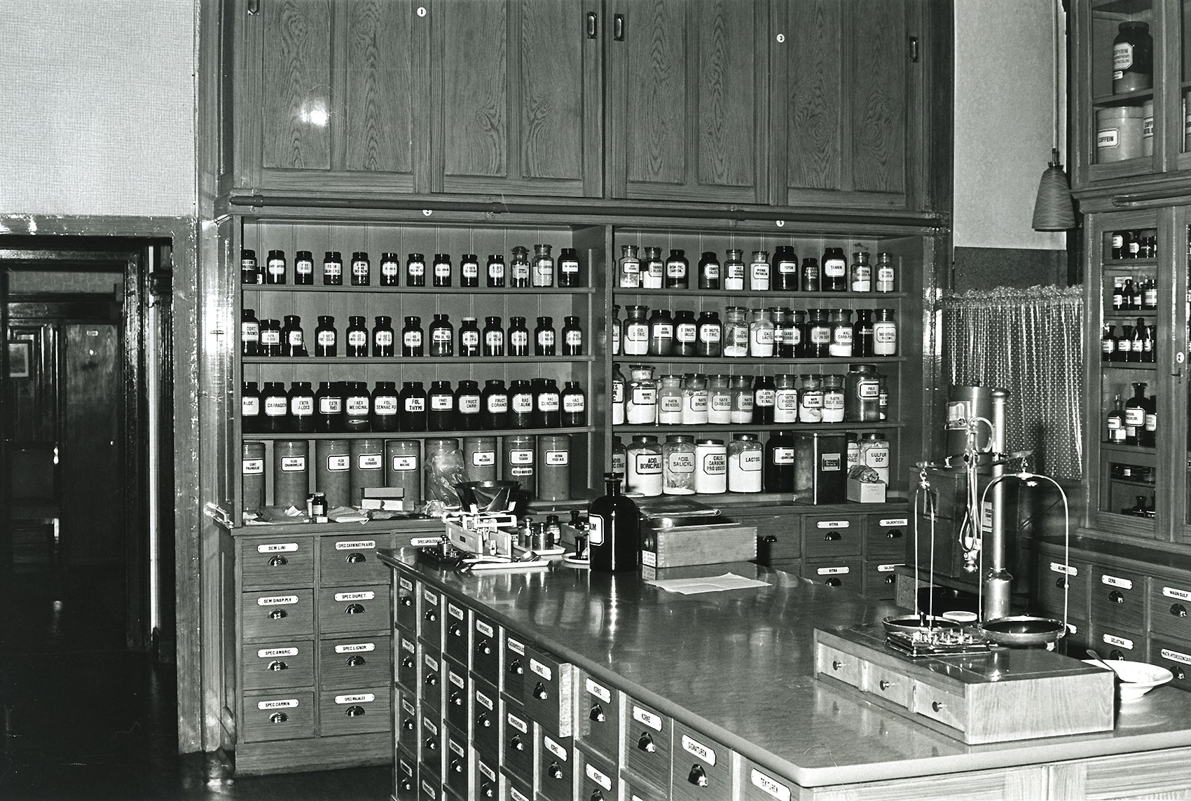 Lagerraum in den 1950er Jahren, Geschichte - Apotheke Elisabeth Wien